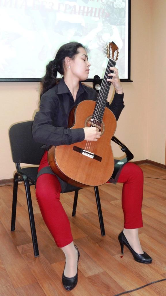 Музыкальные номера в исполнении учащихся Уфимского училища искусств